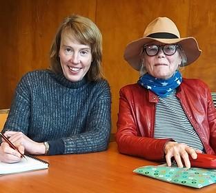 Onderweg in Velsen: Juliette en Brecht schrijven in bieb