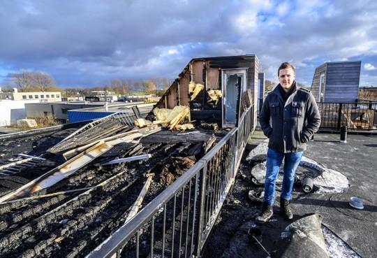 Bewoners appartementencomplex Hoofddorp ontdaan door brand: 'Bij elk geluidje zat ik rechtop in bed'