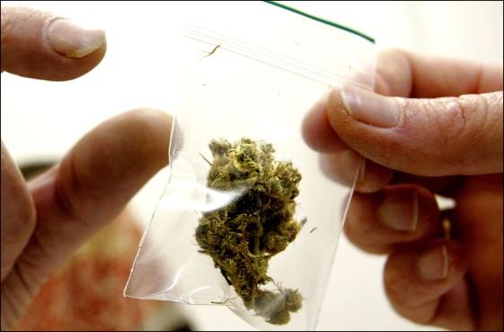 Man uit Rijsenhout (23) aangehouden om rugzak met drugs