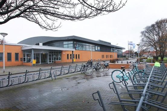 Zwembad De Heerenduinen in IJmuiden gaat twee weken verbouwen, glijbaan en wedstrijdbad buiten gebruik