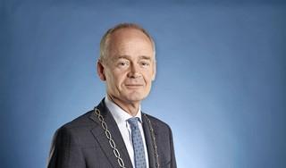 'Onbalans' bij controle op 't Plaveen in Huizen, volgens burgemeester Meijer was er te veel politie [video]