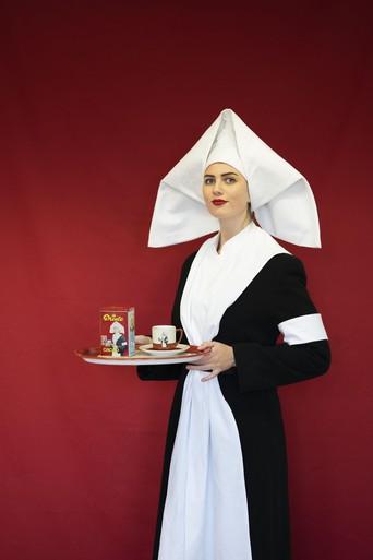 Kunstenaar Erasmus Makkelie laat cacao-icoon herleven in foto's: Het droeve lot van het Droste-meisje