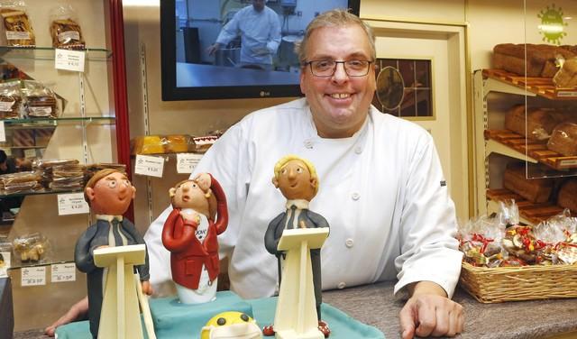Marsepeinen 'persconferentie' in etalage van Bussumse bakker Marc van Breemen: 'Serieus, maar met een kleine kwinkslag' [video]