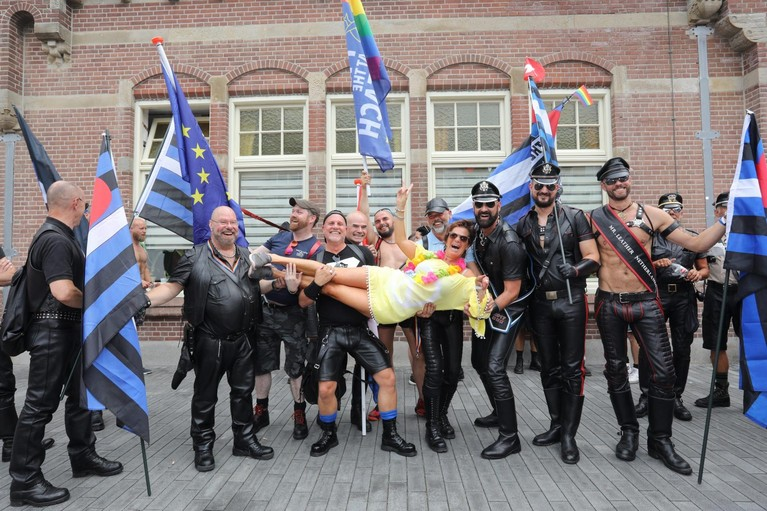 Pride at the Beach: optocht door Zandvoort [video]