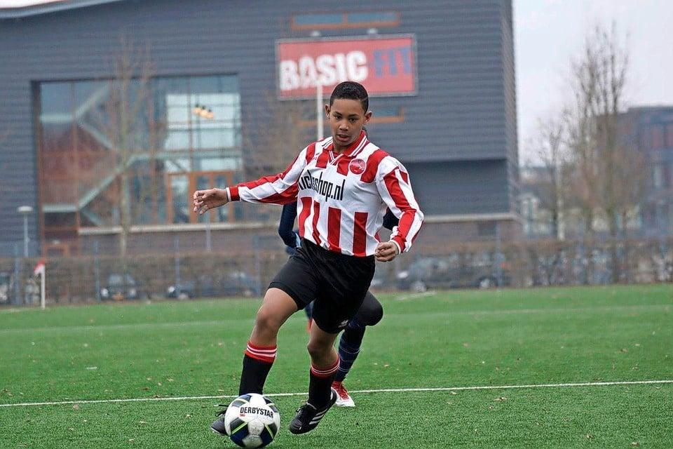 Noah Gesser in actie voor Alphense Boys in het seizoen 2017/2018.