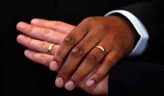 Gelukkig getrouwd? Je inschrijven voor een huurhuis is vanwege de woningnood toch slim | Commentaar