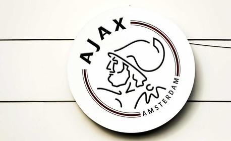 Ajax sluit jeugdopleiding tot eind maart