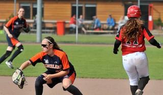 Duitse softbalsters Hannah Held en Katharina Szalay krijgen door 'oranje code' geen toestemming om voor Terrasvogels te spelen
