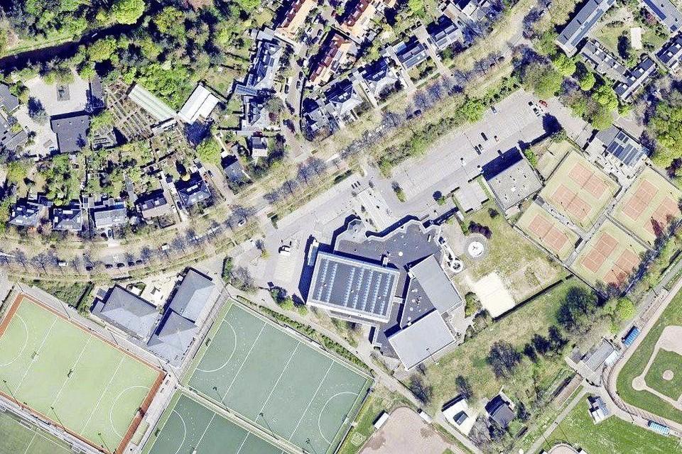 Het parkeerterrein langs de Sportparklaan biedt goede mogelijkheid voor het opwekken van zonne-energie.