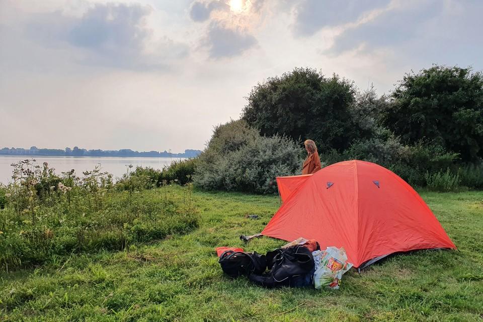 Op het eiland Huizerhoef mogen boten tegen betaling overnachten. Ook kunnen mensen hier kamperen.