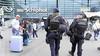 Spaanse mondkapjesweigeraars aangehouden op Schiphol om overlast in vliegtuig