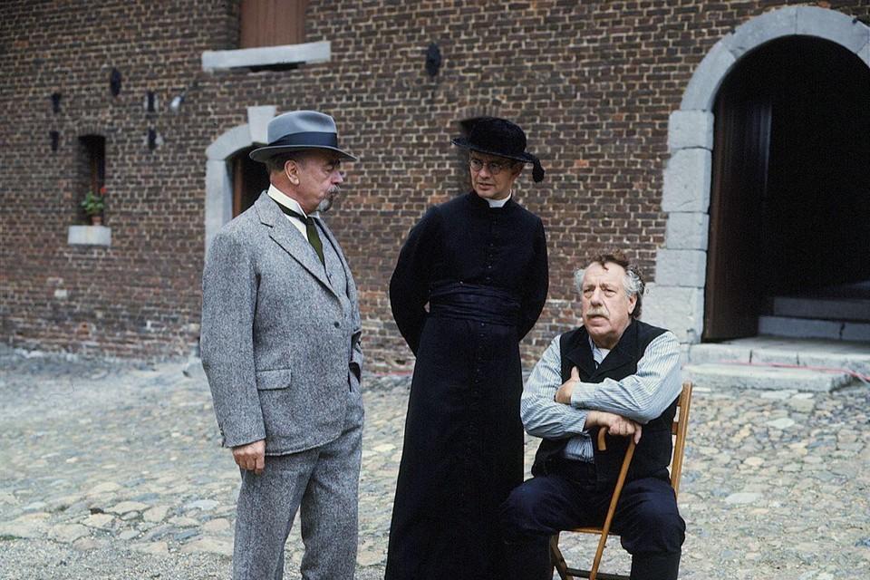 Jan Teulings, Jo de Meijere en Ko van Dijk als brouwer, kapelaan en herenboer.