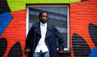 Akwasi's Omroep Zwart wil meer kleur voor én achter de schermen