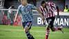 Bayern München meldt zich opnieuw voor Sergiño Dest. Verdediger Ajax wil graag naar Duitse club. Ook Barcelona heeft belangstelling voor Amerikaanse international