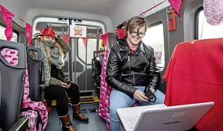 Hartenkreten en liefdesverklaringen bij Valentijnstoer door Haarlem [video]