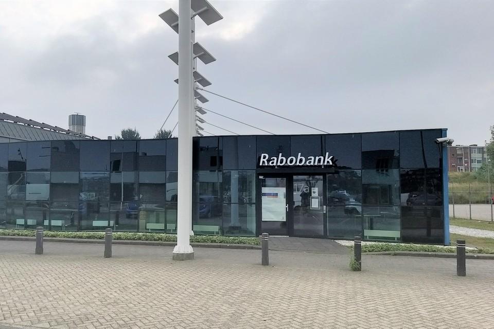 Het nu definitief gesloten pand van de Rabobank aan de Dokweg.