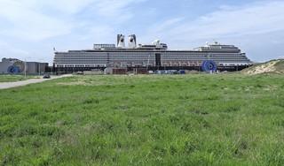 De cruisevaart ligt er al een jaar uit vanwege corona. Belangenvereniging Amsterdam Cruise Ports denkt dat binnenkort de eerste cruiseschepen weer gaan varen.