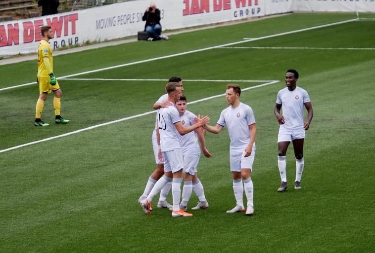 Staande ovatie voor Telstar na dikke zege op AZ (B) door goals van Sprangers en Springer