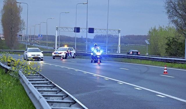 A22 vanaf A9 richting IJmuiden dicht na eenzijdig ongeluk, bestuurster mee naar politiebureau