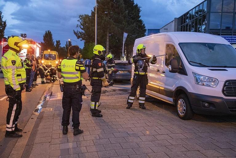 Bedrijfsbus in brand in Haarlem, politie vermoedt brandstichting