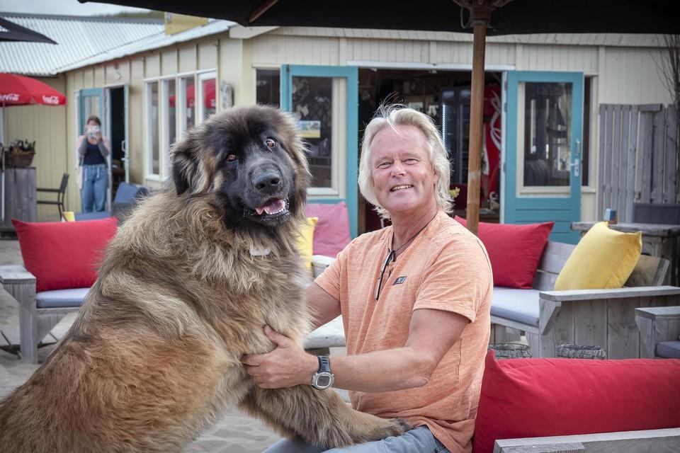 Wim Fisscher met zijn hond Tucker.