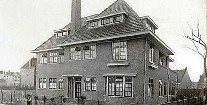 Driehuizense scholieren sluiten projectweek over Tweede Wereldoorlog af met herdenking bij 'Huize Dina'