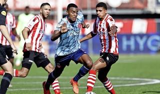 Ajax koestert de drie punten. Wedstrijd tegen Sparta is er een om snel te vergeten. 'Er is een goal gemaakt en daarna hebben we niks meer weggegeven' [video]