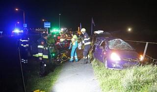 Auto crasht op Zeeweg: drie jongeren naar het ziekenhuis, bestuurder naar het politiebureau