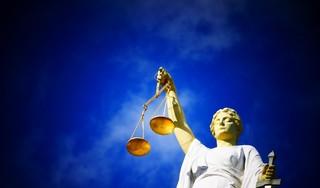 Rechter moet een knoop doorhakken over de huur van een Hilversumse snackbar; waren de vloer en een muur al kapot of heeft de huurder de schade zelf aangericht?