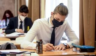 Gouverneur Florida maakt einde aan mondkapjesplicht op scholen
