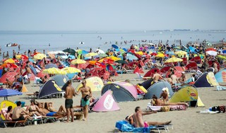 Kustplaatsen maken zich op voor nieuwe zomerdrukte, parkeerplaatsen Zandvoort, Noordwijk en Bloemendaal aan Zee al vroeg vol