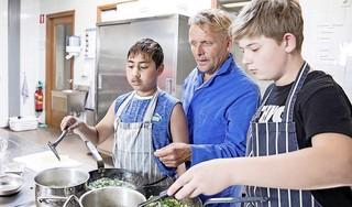 Gooise Praktijkschool in Hilversum zet streep door ouderbijdrage. Geen rekening voor extra's als schoolreisjes, de kerstbrunch en klassenuitjes