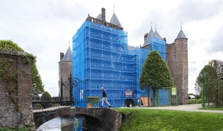 Slot Assumburg in Heemskerk blijft tot december blauw gekleurd