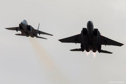 Skydivers botsen bijna met gevechtsvliegtuigen