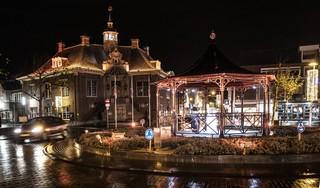 Nieuwe feestverlichting in het hart van Zandvoort: 'Het dorp kon wel wat leuks gebruiken nu het hier vanwege corona zo stil is'