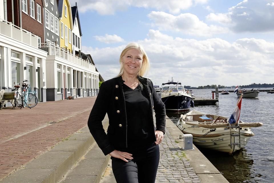 Annelien Dijkman, de nieuwe havenmeester van de Porseleinhaven in Oud-Loosdrecht.