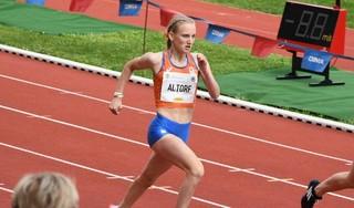Na een stunt op het NK voor senioren, heeft Suus Altorf (17) nu succes op het EK-18: goud op 400 meter horden