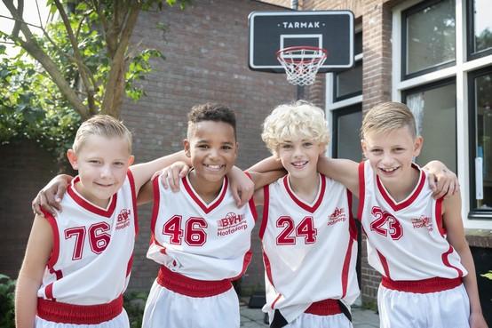 Vier Haarlemse basketbalvrienden van 10 jaar doen mee aan NK: 'We hebben best een grote kans op de beker'