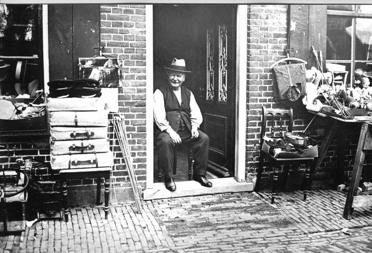 Sterven aan de hik? Het gebeurde in 1920, ook in Noord-Holland. En wat zei de dokter? 'Stop je pinken in je oren en drink een glas water'
