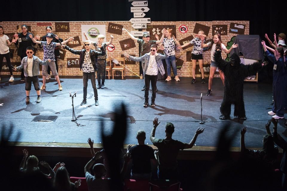 In de coronatijd vorig jaar voerden enkele groepen 8 hun musical op in het Kennemer Theater. Ook nu zijn er enkele groep 8-activiteiten in het theater.
