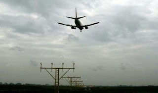 Corona vaagt werk rondom luchtvaart weg, 60.000 banen staan op het spel