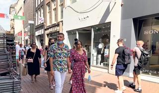 Mondkapjes in de Koopgoot en in de Kalverstraat, bijna niemand draagt ze: 'Helemaal vergeten, een beetje slordig'