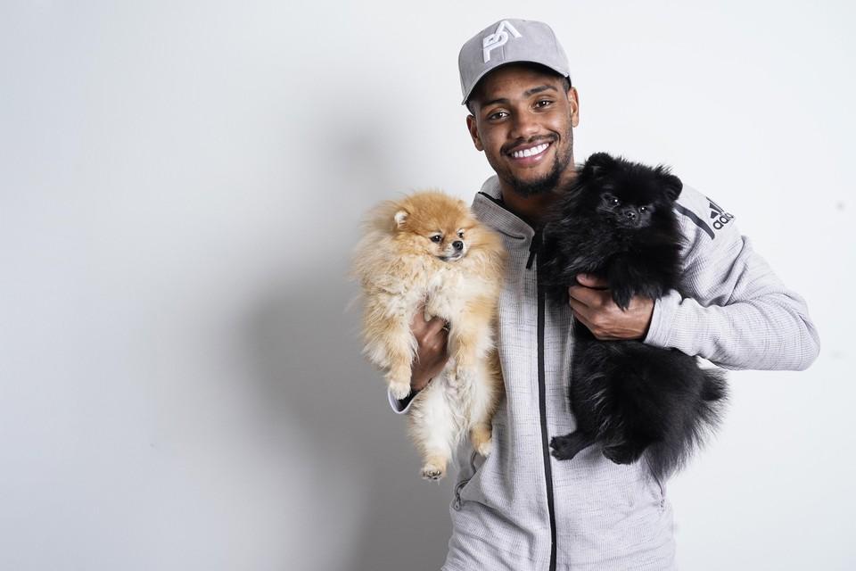 Danilo met Luke en Chanel (rechts). ,,Ik ben gek op honden.''