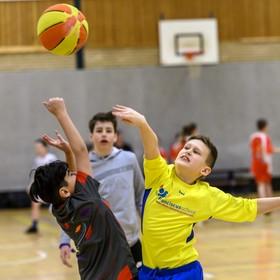 Spannende duels tussen de baskets: Velsense basisscholen strijden om hoogste eer