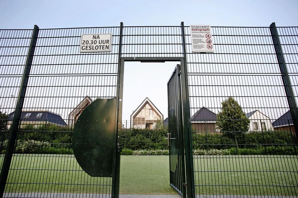 De deur van de voetbalkooi gaat straks niet voor altijd op slot, maar wordt gewoon helemaal weggehaald.
