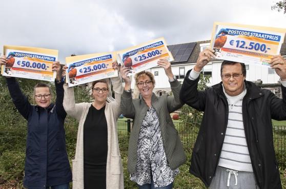 Geluksvogels aan Velserbroekse Floraronde winnen mooie loterijprijzen