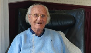 Blaricummer Piet Niks (89) Vrijwilliger van het Jaar. Hoogbejaarde corrigeert al ruim 25 jaar dorpsblad Hei & Wei