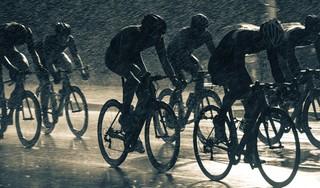'Eer ik weer op de fiets zit, is de herfst alweer begonnen. De tragiek van de slechtweerfietser' - Column