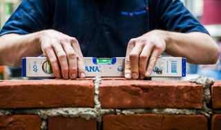 Eemnes maakt nieuwe huizen een stuk smaller om zo veel mogelijk goedkope woningen op de vrije lapjes grond te persen