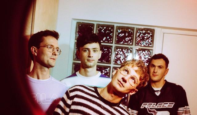Nieuw album van Glass Animals getuigt van een strijd om hoop en wanhoop met elkaar te verzoenen
